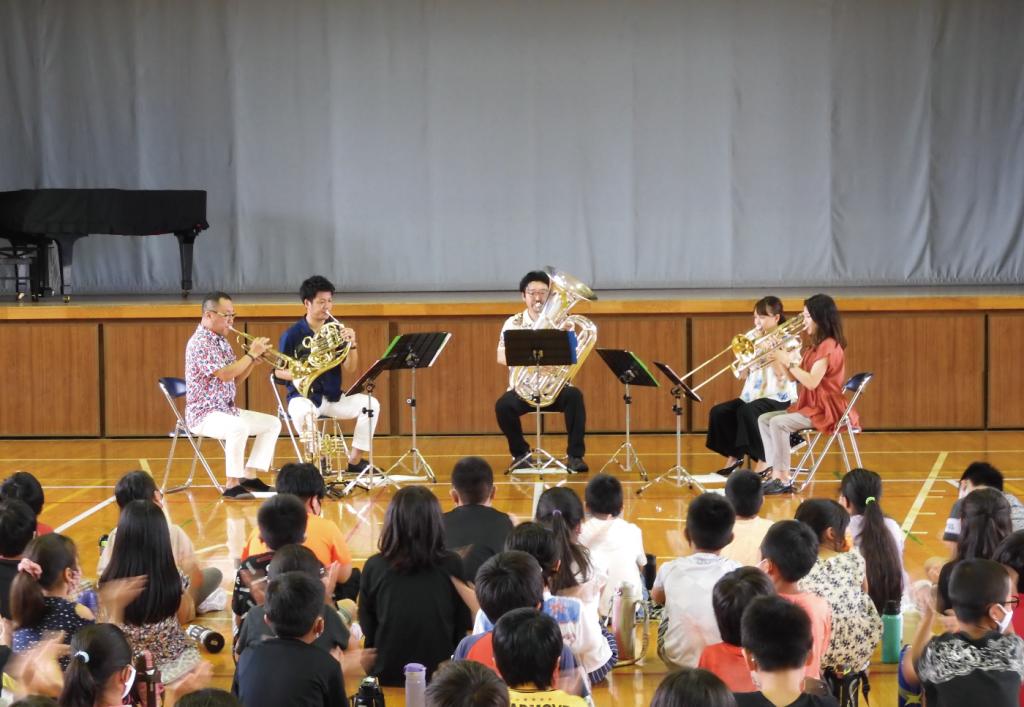学校にプロの音楽家がやってきた!